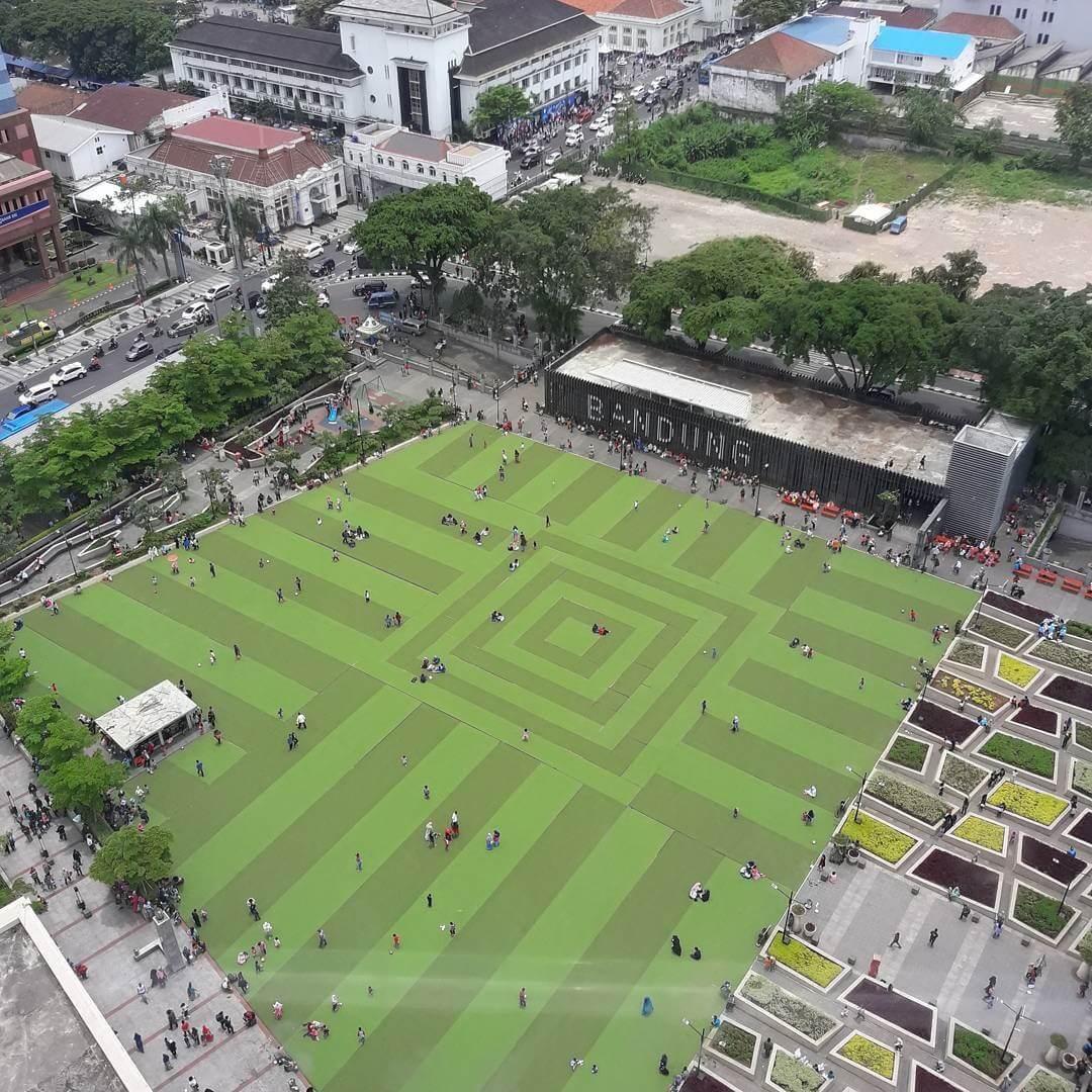 Alun alun Bekas Tusukan Tongkat Daendels Itu Jadi Titik Nol Kilometer Kota yang Tak Pernah Sepi di Akhir Pekan